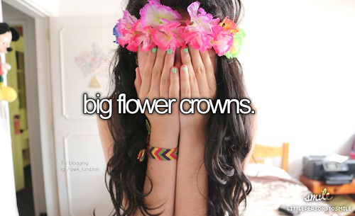 Big flower crowns ❤️ I really wanna try these because I think they are so pretty but I think I will wait until high school