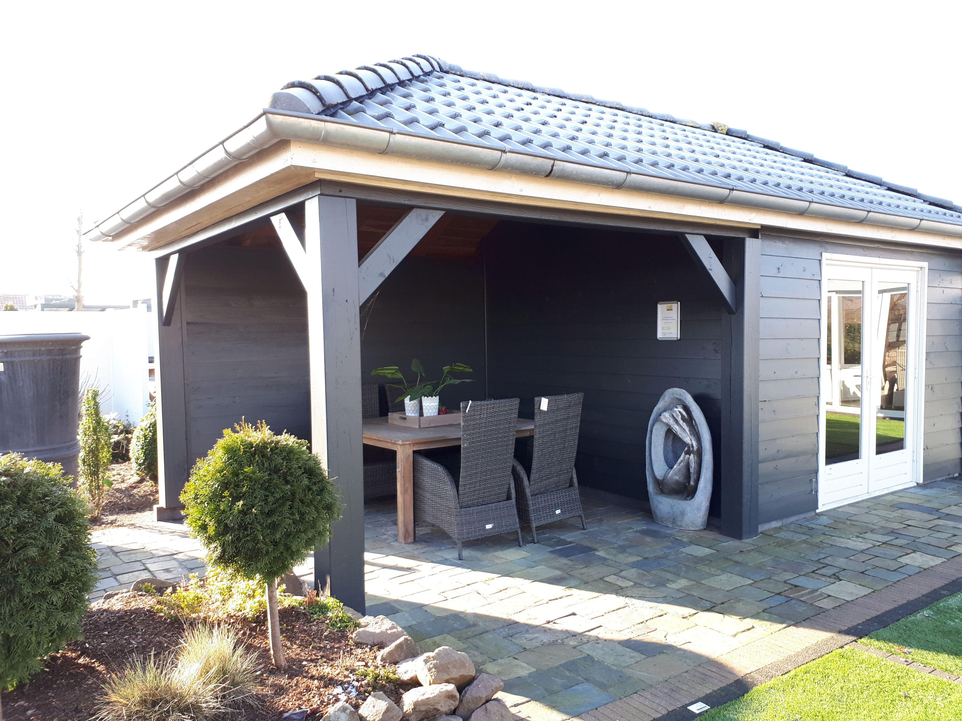 Exklusives und modernes Gartenhaus mit Überdachung mit