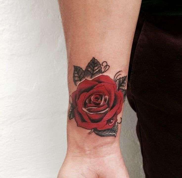 Tatuajes De Rosas Con Nombres Tatuajes De Rosas Cubrir Tatuaje En La Muneca Tatuajes De Rosa En La Muneca