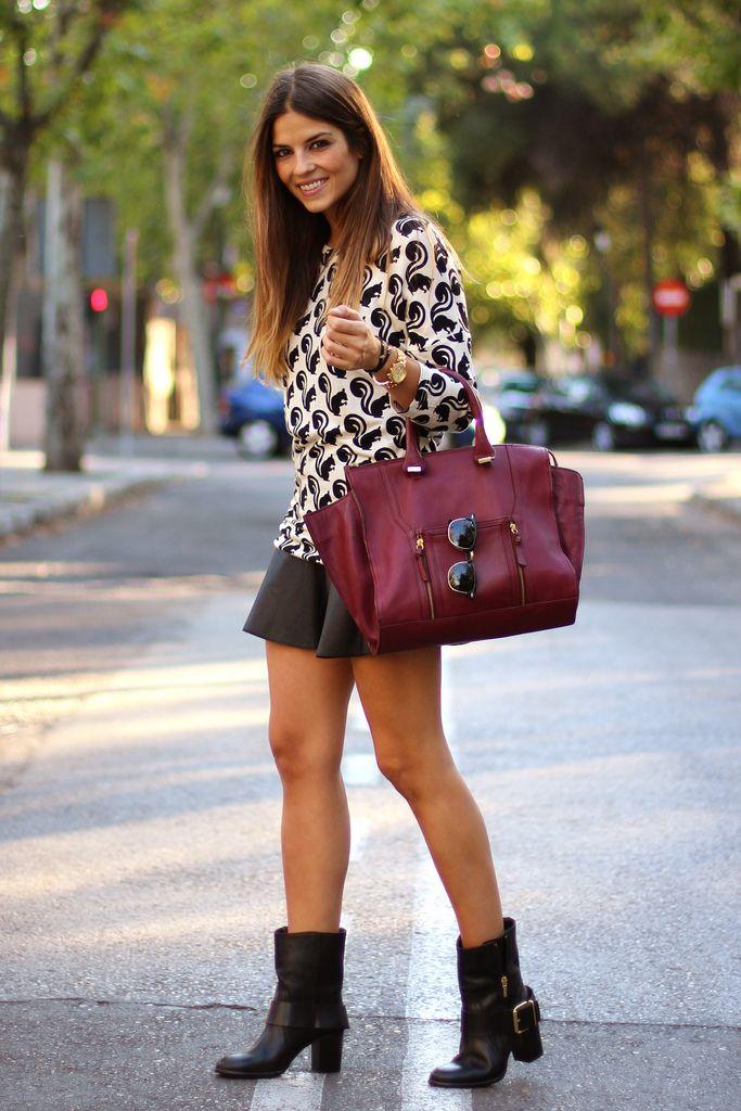 Hoy el look de NATALIA combina BOTAS moteras (ref. 7024 PRECIO 98€) con minifalda de cuero, ¿qué os parece? Podéis ver más fotos en su blog http://trendytaste.com/2013/10/11/squirrels-and-the-city/ #PilarBurgos