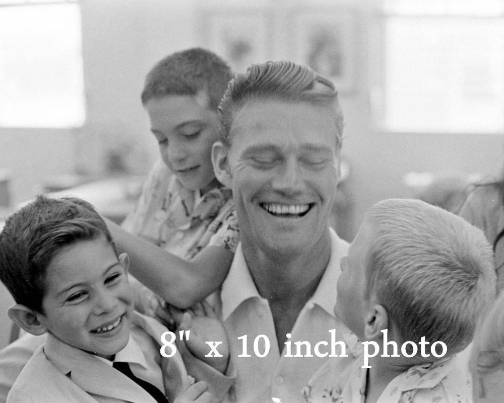 Chuck Connors Young Handsome Rifleman With Young Fans Celebrity Photo 200 Chuck Connors Celebrity Photos Chucks