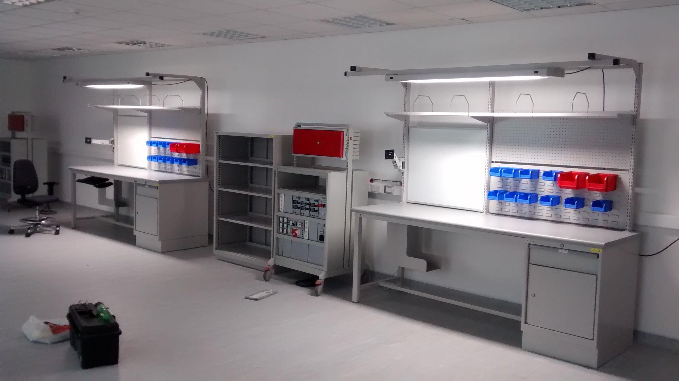 Estaciones de trabajo esd con iluminaci n pizarra for Estacion de trabajo