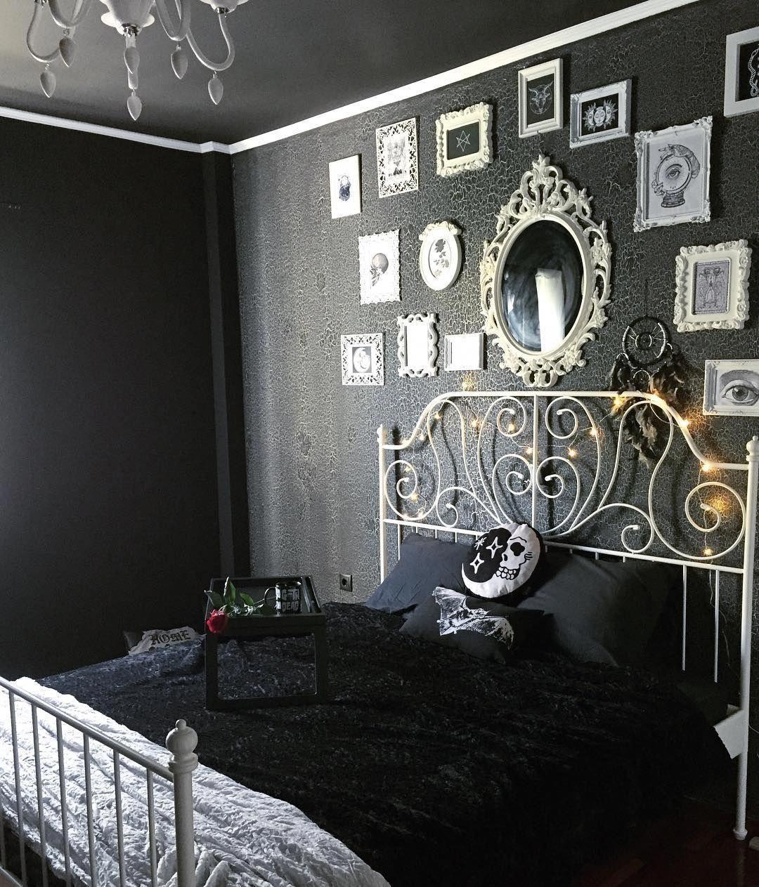 Happy Halloween I Wanted Black Walls And White Everythung Just To Give A Dreamy Floating Sense To My Bedroom Ya Likey Yay Or Nay Arredamento Camera