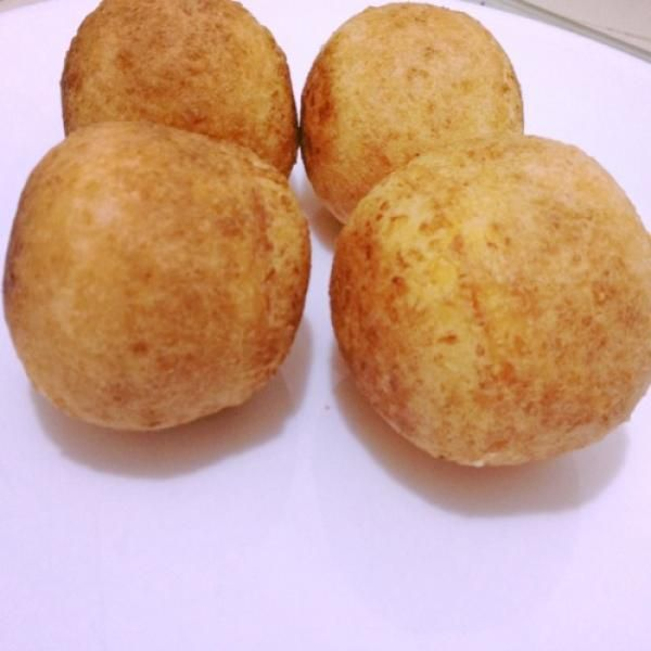 Aprende a preparar buñuelos colombianos de maicena con esta rica y fácil receta. Alistar todos los ingredientes para preparar los buñuelos colombianos. En un tazón...