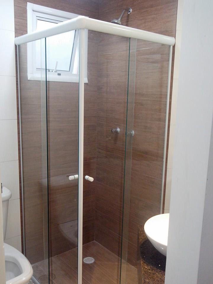 Box com porcelanato que imita madeira  Banheiros  Pinterest  Bath, House a -> Banheiro Com Piso Que Imita Pastilha