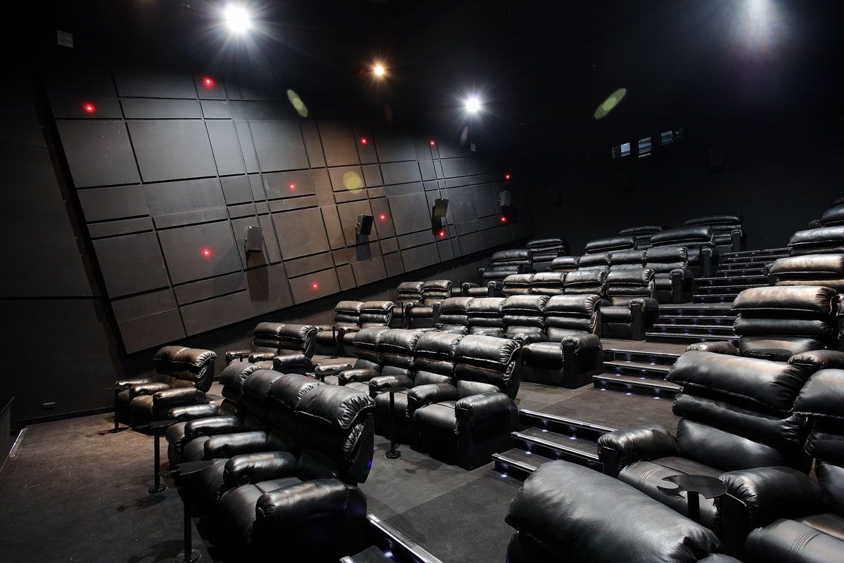 Braodway Cinema At Dreammall Bhandup Cinema Design Home Cinema Room Theatre Interior