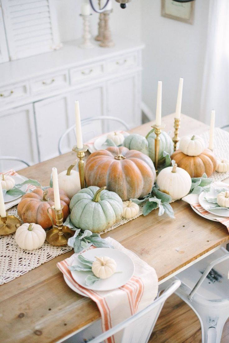 These are such good Thanksgiving table setting ideas! I'm so glad I found these amazing Thanksgiving decoration ideas! Now I have some good DIY table decorations to try out! #joyfullygrowingblog #thanksgiving #thanksgivingtable #thanksgivingdecor #thanksgivingdecor