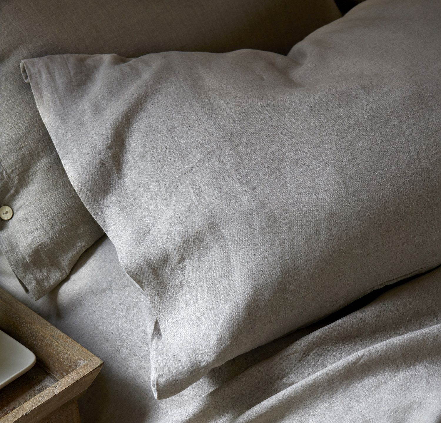Also available with a flange (oxford style). Pillow slips cover the pillow you sleep on, so fine weave and smoothness are important. Simple pillow slips are plain, with a European-style deep tuck to h