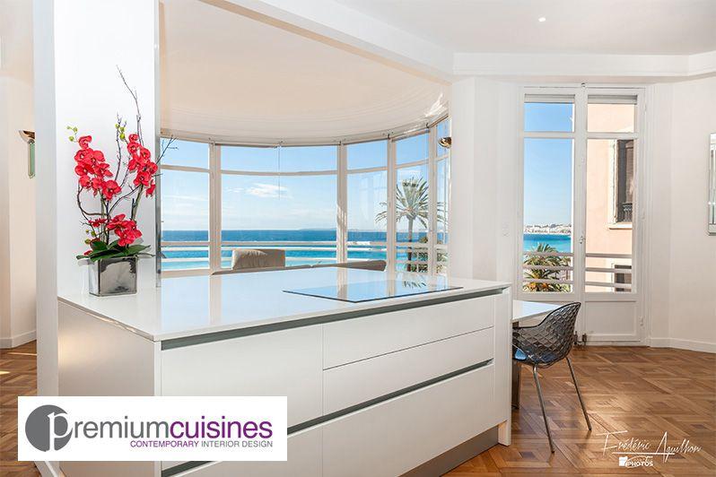 Cuisine Avec Vue Imprenable Sur La Mer Mediterranee Salle A Manger Et Salon Deco Appartement Mobilier De Salon