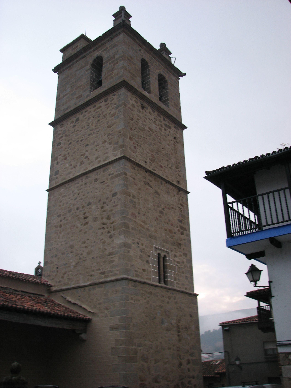 La Torre de la Iglesia de San Lorenzo, declarada Bien de Interés Cultural. Domina Garganta la Olla desde la parte más alta del pueblo.