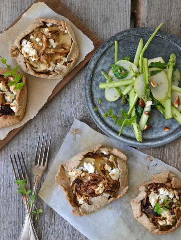 Rye Galettes with Caramelized Fennel, Apple, and Goat Cheese | 28 Ways To Eat Apples This Fall