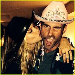 Adam Levine Wears Pink Bejeweled Cowboy Hat For Nye Adam Behati