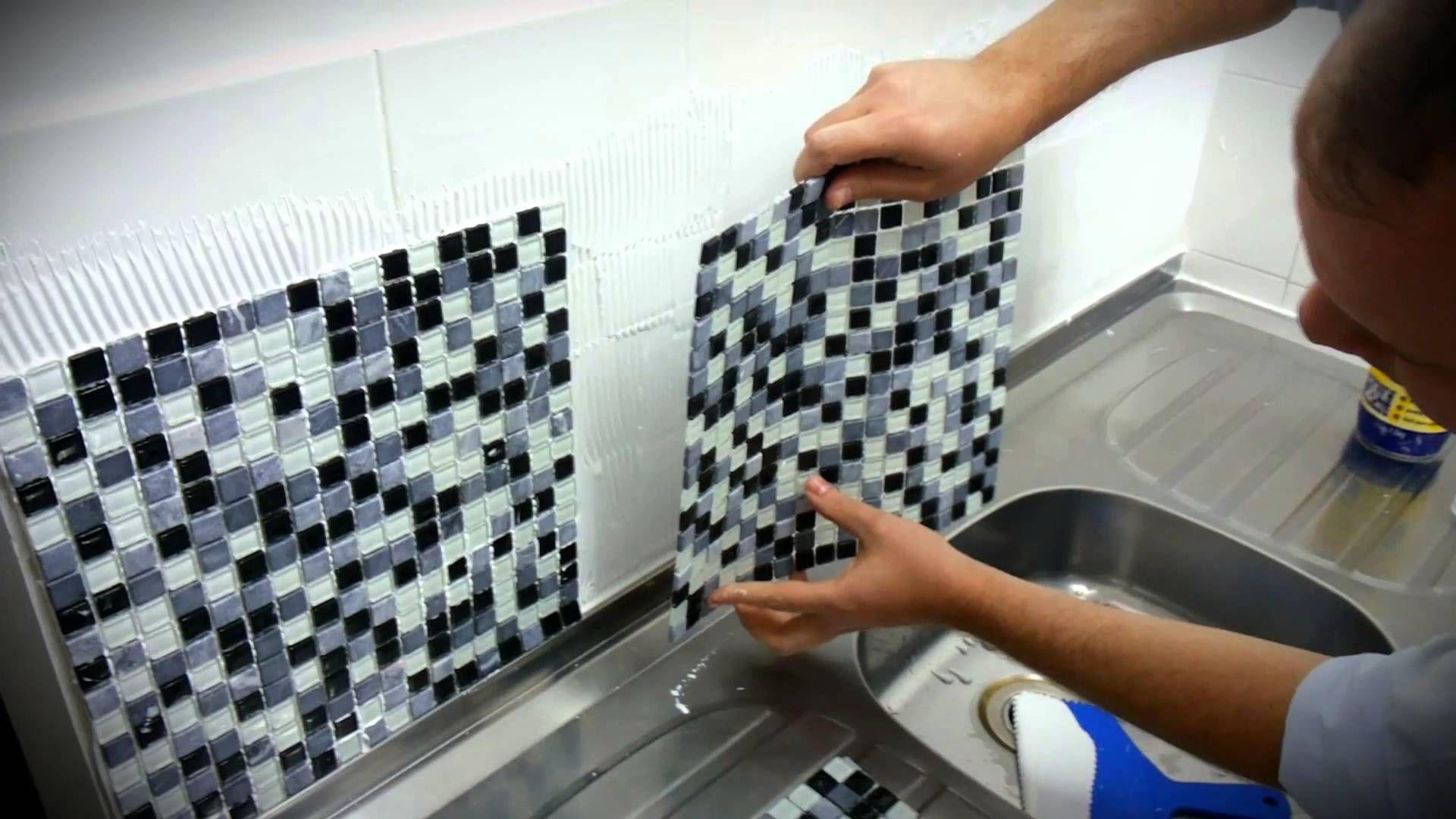 Aplica o de pastilhas f cil e sem sujeira mudan as de - Como aplicar microcemento sobre azulejos ...