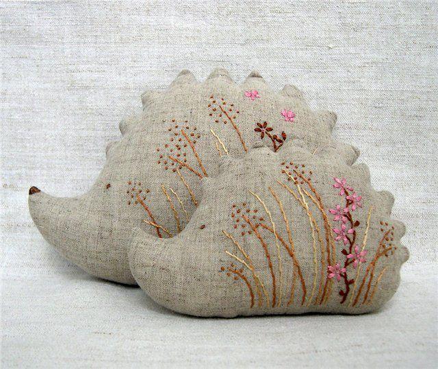hedgehogs with flowers cosy friends pinterest igel. Black Bedroom Furniture Sets. Home Design Ideas