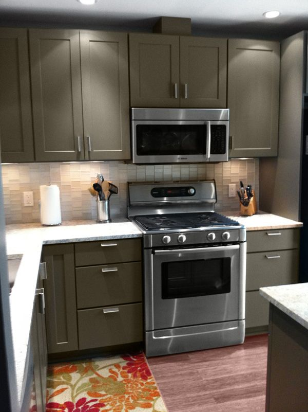 Kitchen Cabinet Paint for Better Kitchen Look : Cliqstudios Kitchen  Cabinets Painted Tea Leaf