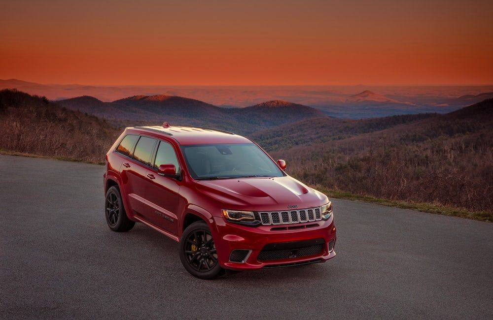Jeep Puts A Price On The High Powered Suv Glory Of Its Trackhawk Jeep Grand Cherokee 2017 Jeep Grand Cherokee Jeep