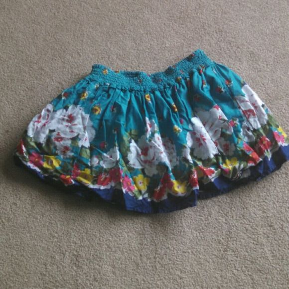 Tropical Floral Skirt Never worn. Even has a white layer underneath. Elastic waistband too. Hollister Skirts