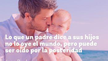Lo que un padre dice a sus hijos no lo oye el mundo, pero puede ser oído por la posteridad - Jean Paul