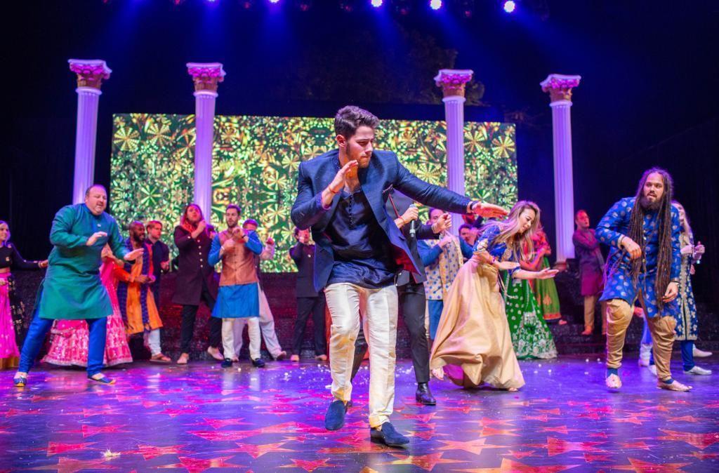 Photos: Priyanka Chopra and Nick Jonas burn the dance floor at ...