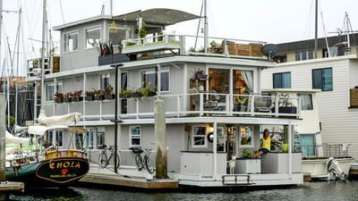 Budget design small space solutions anchor houseboat for Marina del rey living