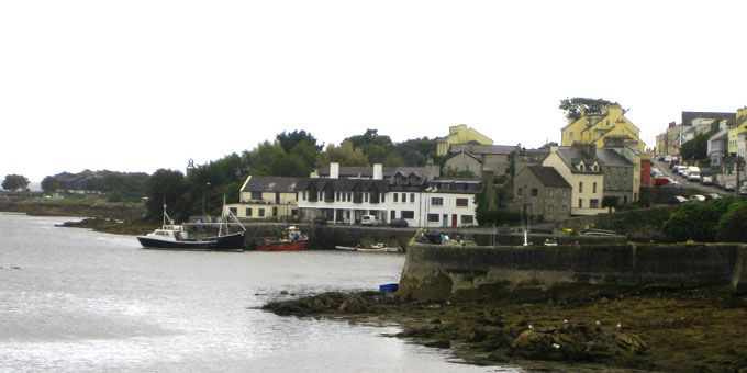The Irish Village Roundstone on the Atlantic. When is the best time to travel to Ireland? #ireland #travel #roundstone #traveling