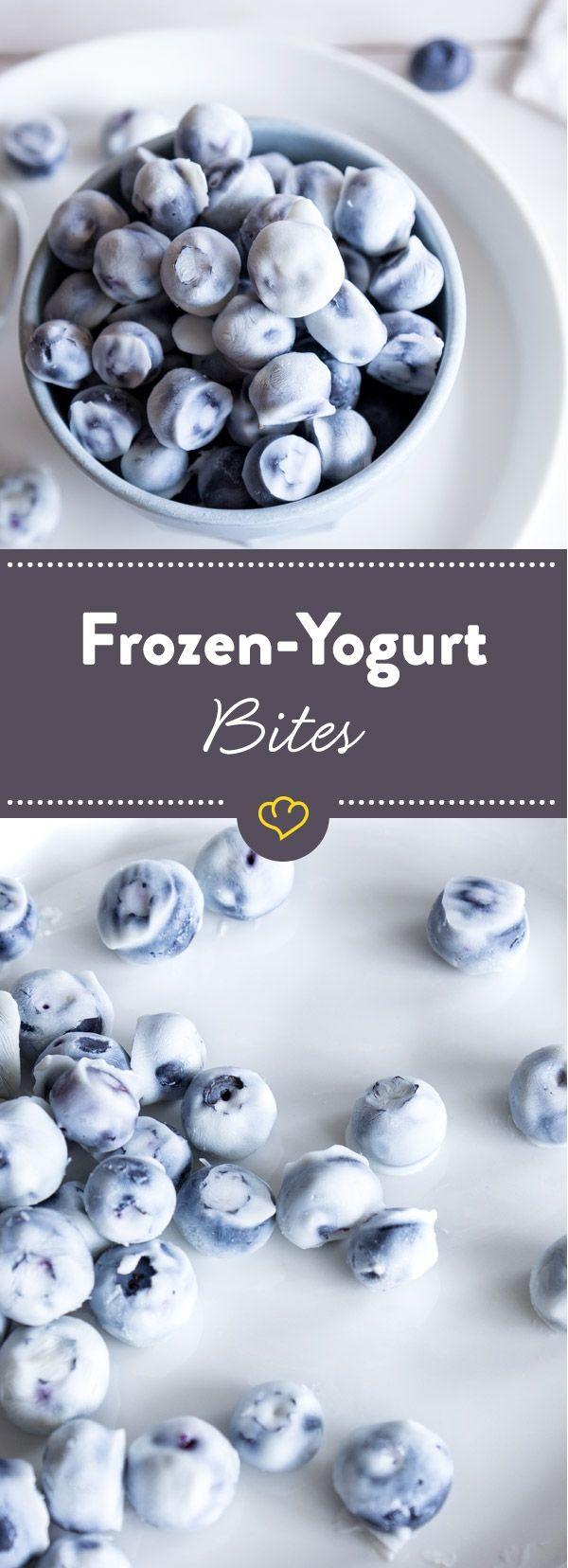 Bites: Frozen-Yogurt-Blaubeer-Häppchen Diese Frozen-Joghurt-Häppchen mit Blaubeeren sind nicht nur frisch und lecker, sondern auch eine coole Alternative zu gezuckerten Süßigkeiten.Sondern  Sondern, meaning