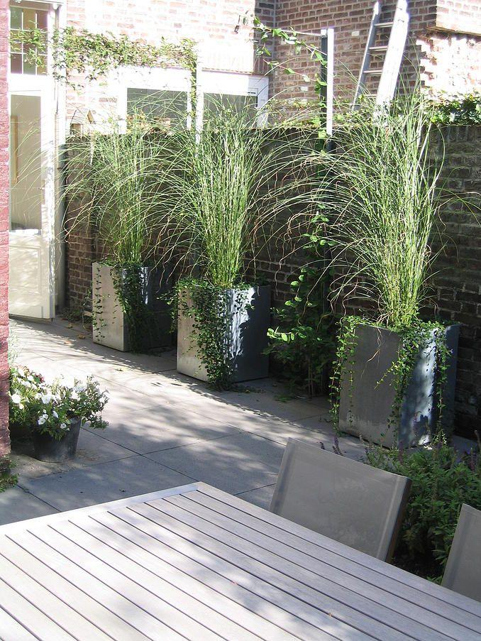 jardineras prefabricadas grises estrechas pero altas para