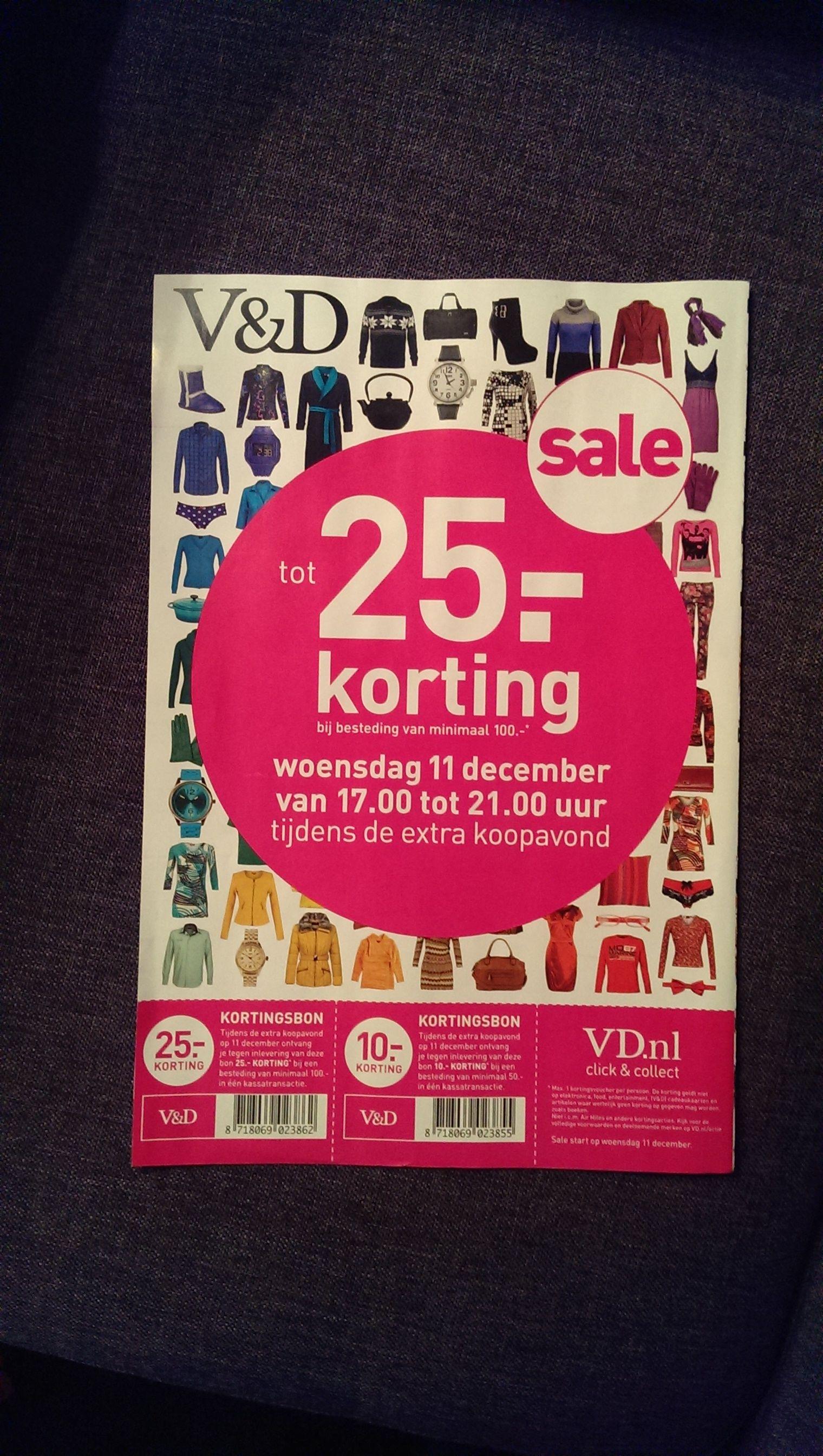 Sterke reclame. Deze flyer laat zien dat er een speciale kortingsavond georganiseerd wordt. Je krijgt € 10,- en € 25,-. Op de achtergrond staan leuke items die aantrekken.