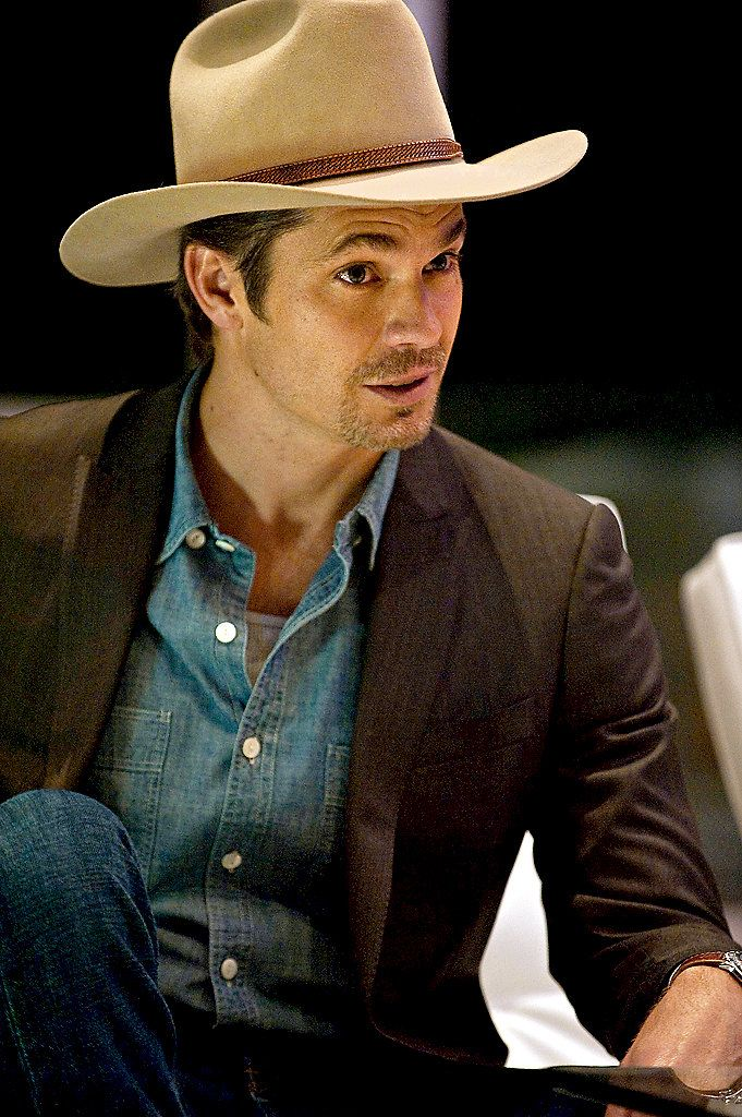"eb3e826d439d5 Mr. Leonard said Mr. Olyphant s Raylan Givens on ""Justified"" was the best  screen adaptation of one of the author s characters"