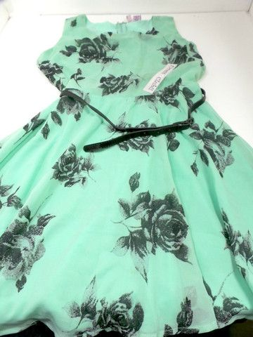 FLORAL PRINT SKATER DRESS / DRESS CLUB- SIZE SMALL