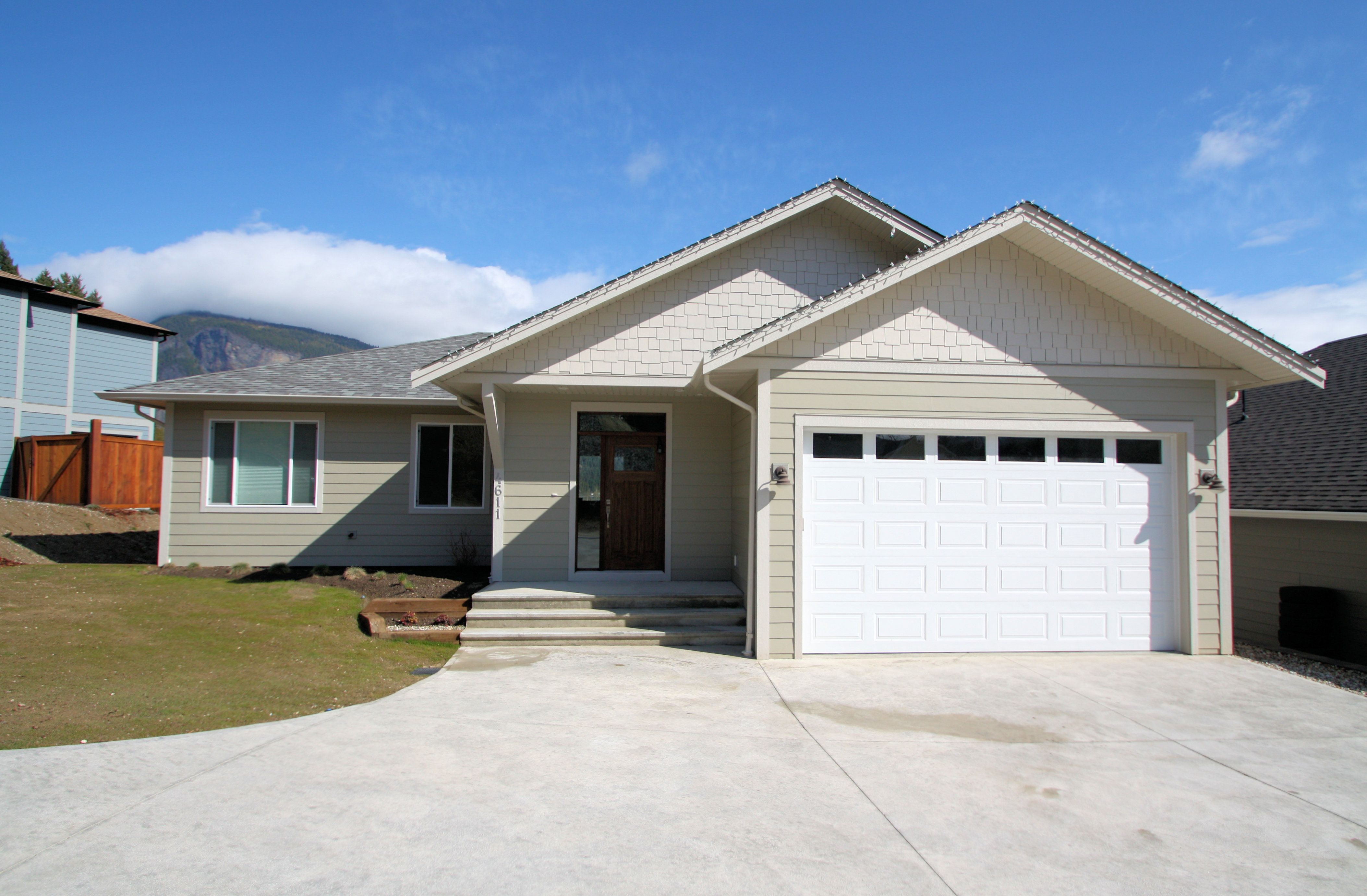 Brand new home with beautiful lake and mountain views