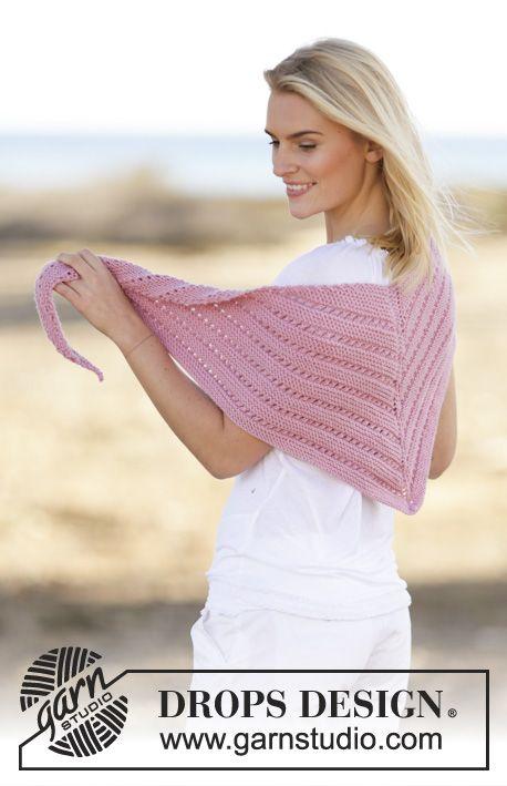 """DROPS šátek pletený vroubkovým a ažurovým vzorem z příze """"Merino Extra Fine"""". ~ DROPS Design"""