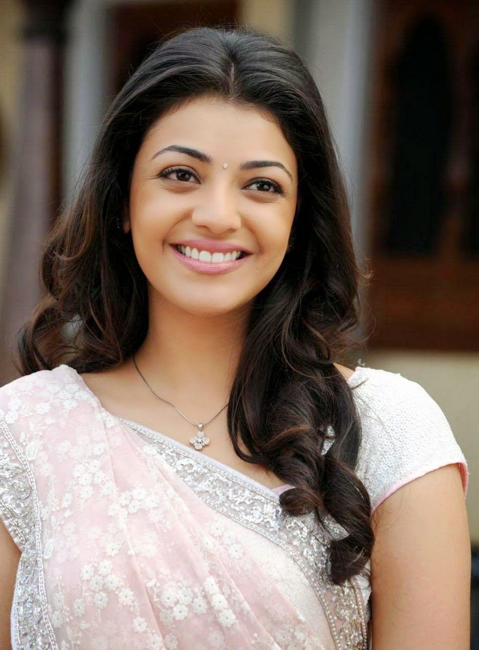 Kajal Agarwal Wallpapers Free Download Moviempsongsdownload - Hot top 35 kajal aggarwal wallpapers hd images photos collection
