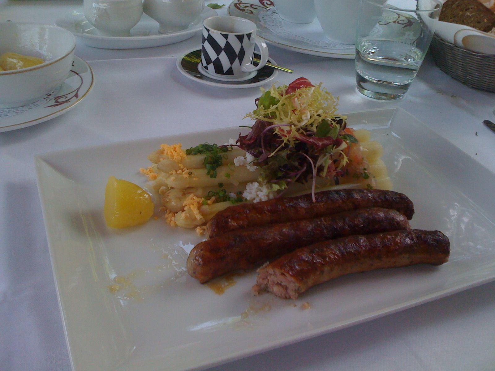 Bratwurst und Nürnberg, die Beiden gehören einfach zusammen. Hier mehr Infos: http://Nuernberg.Bayern-online.de/gastronomie/bratwuerste/
