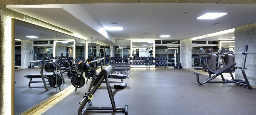 Metropolitan eurobuilding gimnasio en casa pinterest for Gimnasio piscina madrid