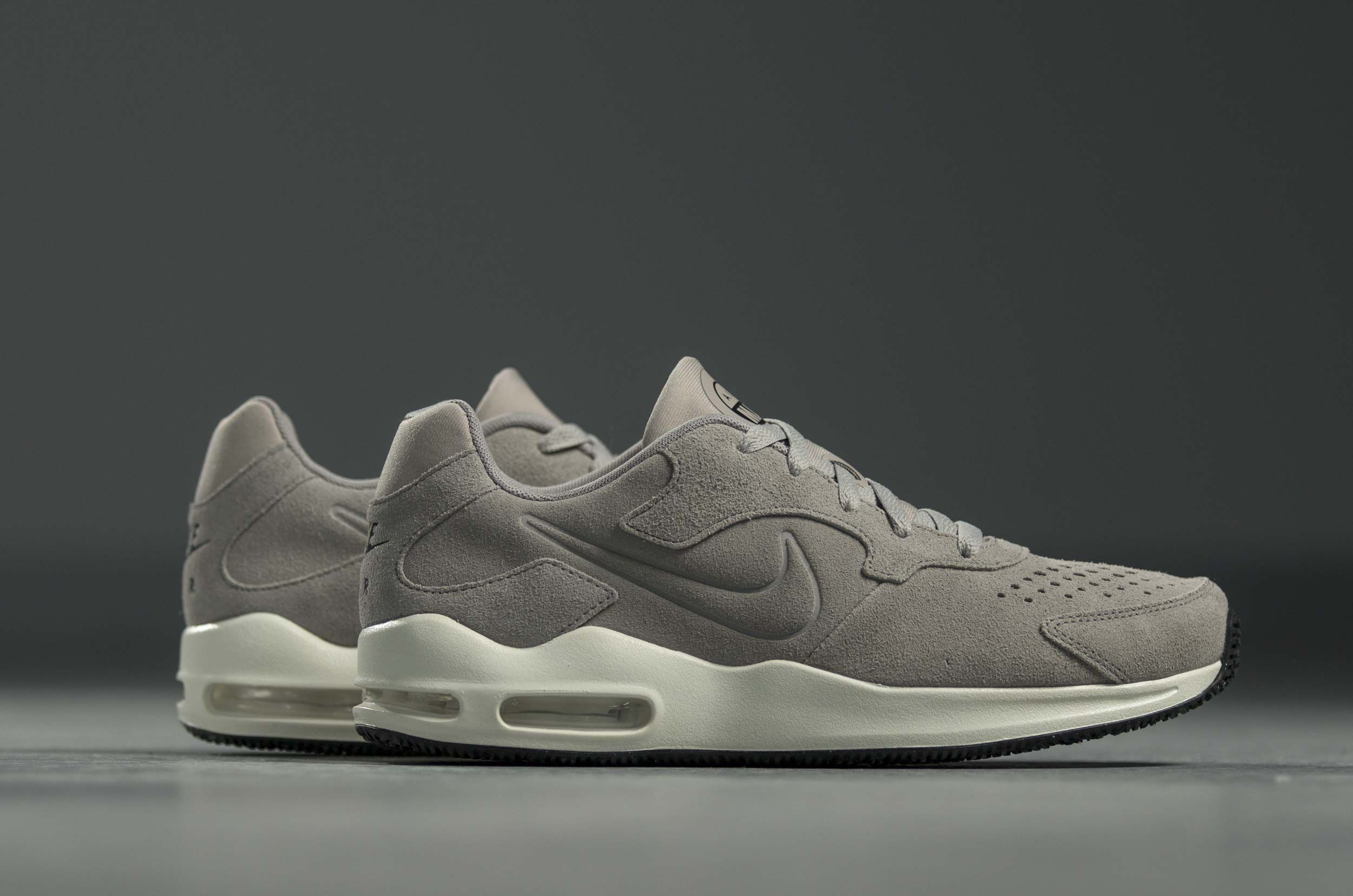 official photos 020e8 a2895 NIKE AIR MAX GUILE PREMIUM 916770-002 Γκρί