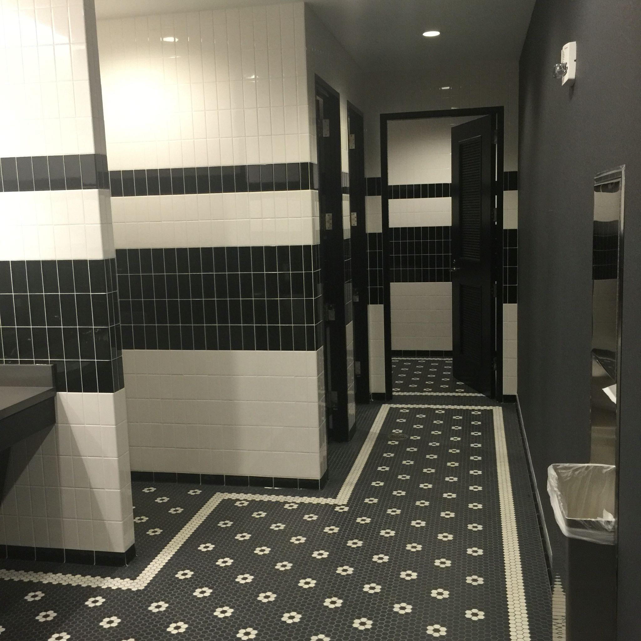 Daltile Rittenhouse Square X Subway Tile Installed In Soldier - Daltile chattanooga