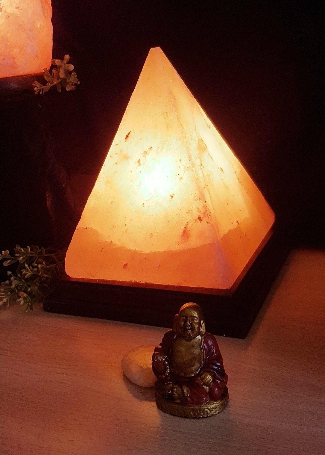 Lampara De Sal Piramide En 2020 Lampara De Sal Lampara De Sal Del Himalaya Lampara