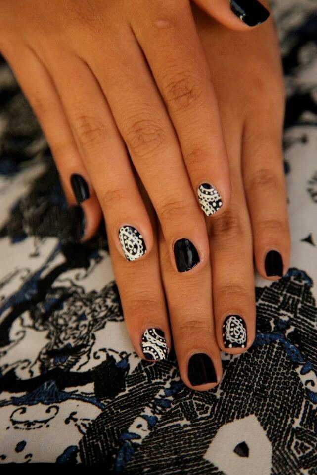 Nails I Like The Black And White Idea Every Nail An Opposite Color