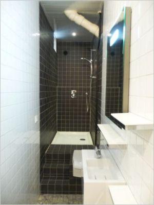 une vraie salle de bains am nag e dans 3m2 salle de bains troite vrai et salle de bains. Black Bedroom Furniture Sets. Home Design Ideas