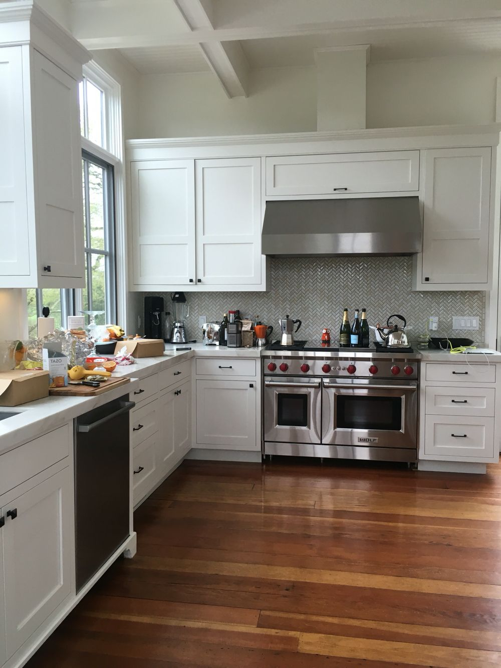 Ideal kitchen layout, backsplash, cabinets -- bright and ...