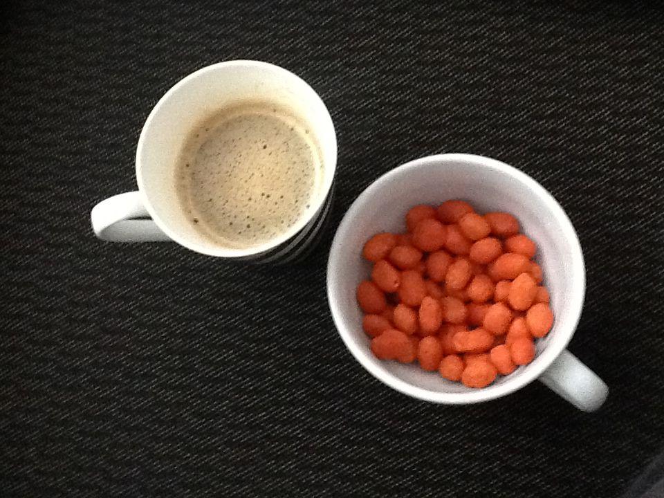 Café com amendoim picante / coffe And peanuts