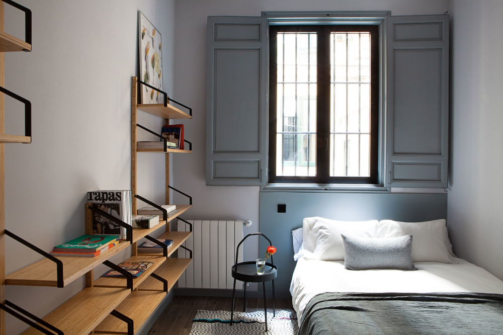 This Funky Student Apartment In Madrid Makes Us Want To Go Back To College Student Apartment Apartment Renovation Student House