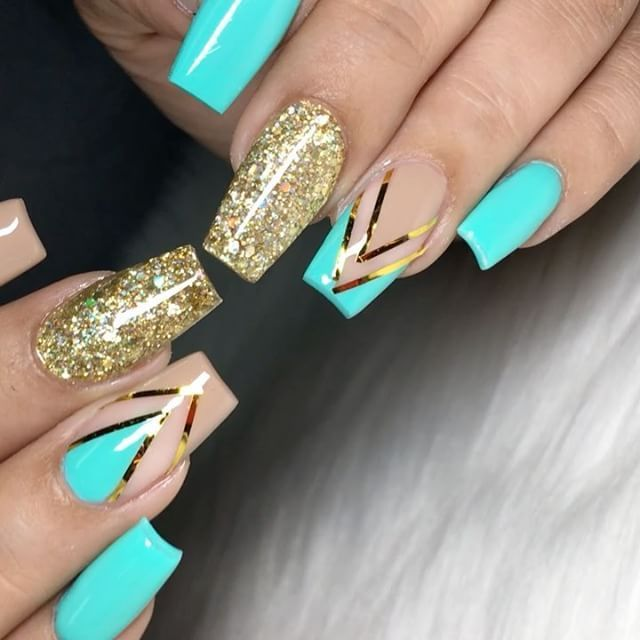 CUTE!! Love the foil strips and glitter accent nails | pretty nail ...