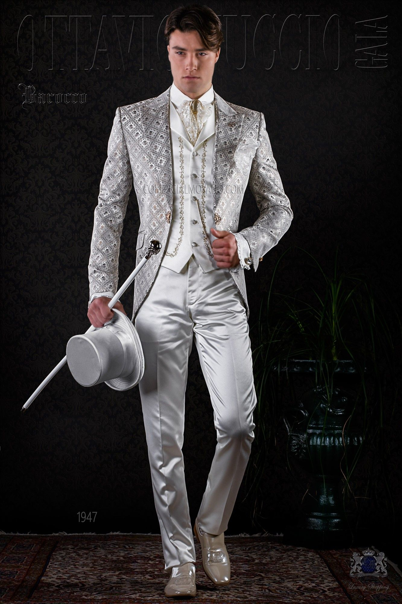 redingote baroque en brocard ivoire et dor avec cristal dor costumes de mariage vintage. Black Bedroom Furniture Sets. Home Design Ideas