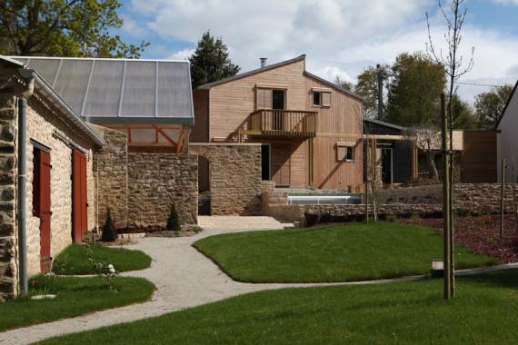Maison bioclimatique mixte ossature bois béton par Patrice Bideau