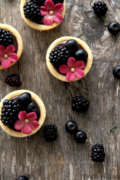 Bella Cupcakes: Chocolate tarts with the last of the summer berries