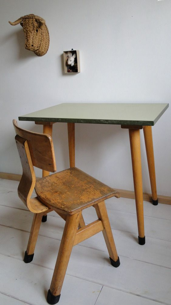 bureau scandinave pour enfants sweedish school desk. Black Bedroom Furniture Sets. Home Design Ideas