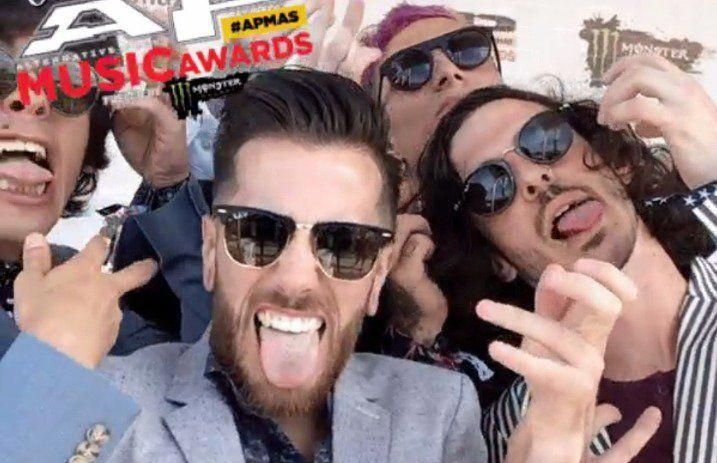 10 Best Air Guitar Moments On The 2016 Apmas Red Carpet Features Alternative Press Johnlewiscarpetscle Air Guitar Square Sunglasses Women Carpets For Kids