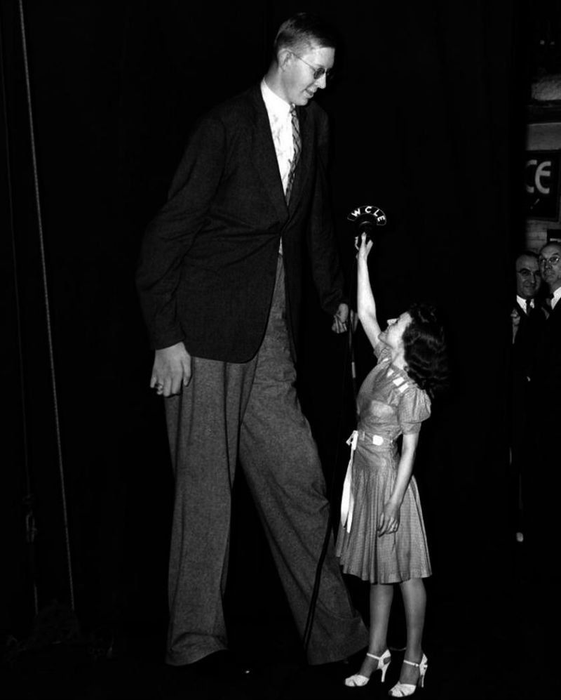 The Worlds Tallest Man Was  Cm Tall As A Toddler Could Carry His Father At Age 9 And Stretched To A Fantastic Height Of  Inches 271